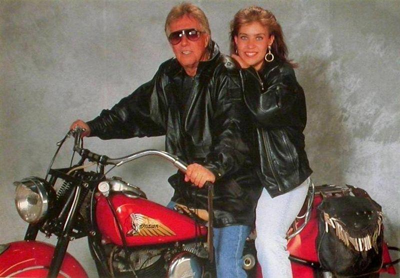 Ils ont posé avec une Harley - Page 39 V14