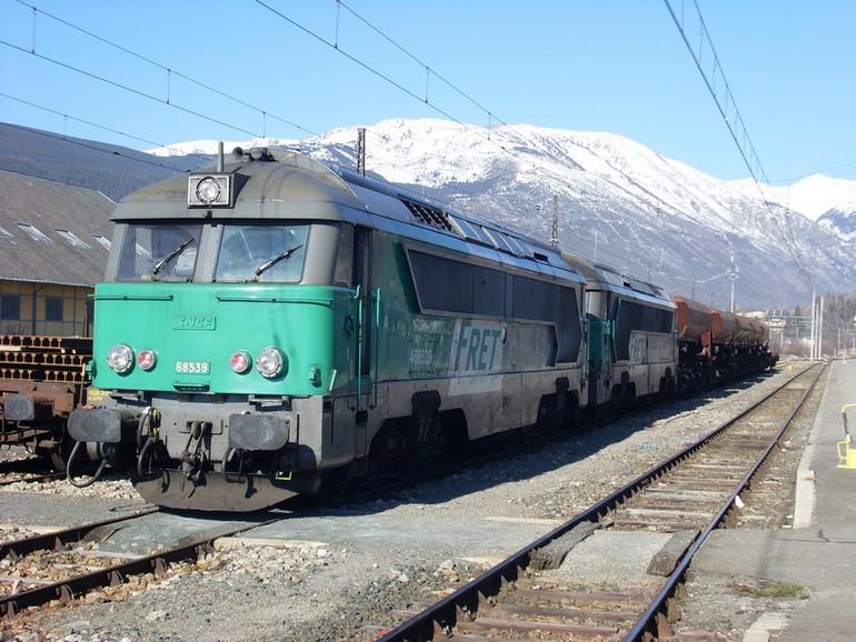 Pk 163,1 : Gare de Latour-de-Carol (66) - 2012 : Réhabiltation du BV train jaune Sl38113
