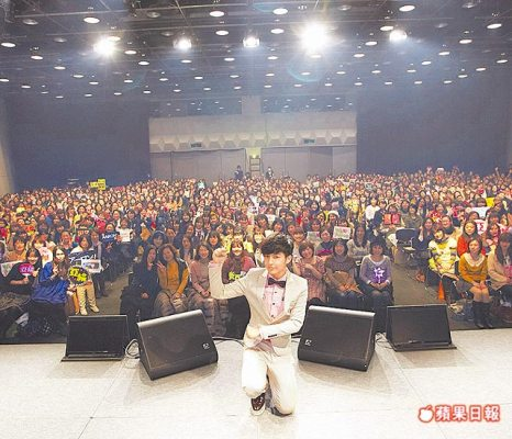 25/3/2012 1500 Japanese fans attend Aaron Yan's fan meeting Aaron12