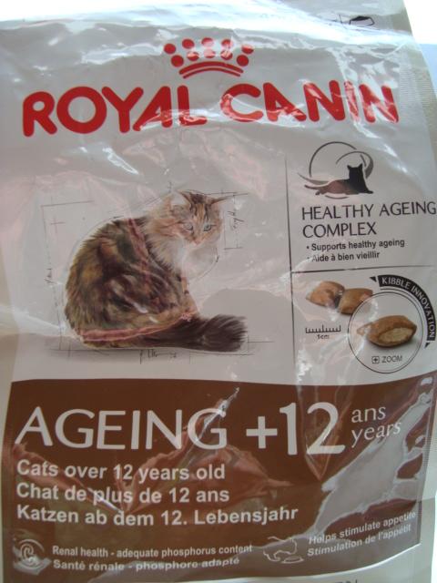 Croquettes Royal Canin pour chats de 12 ans et + Dsc03513