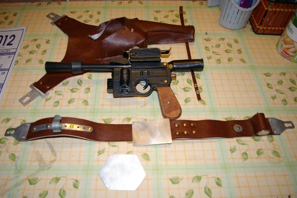 "Holster Blaster DL-44 ""home made"" pour mini Han Solo 1211"