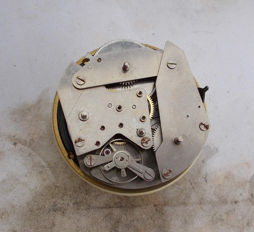 Un post qui référence les montres de brocante... tome IV - Page 33 A732010