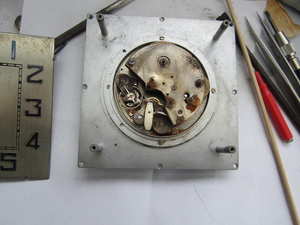 Un post qui référence les montres de brocante... tome IV - Page 33 Kloksk10