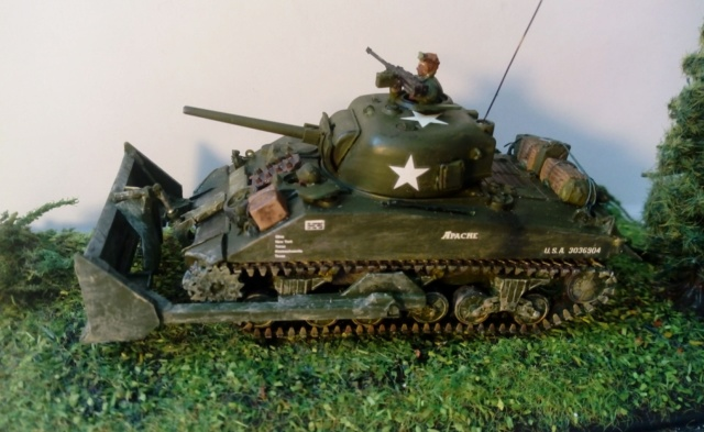 M4A2 Sherman with M1 dozer blade -- UM --  1/72  06-09-11