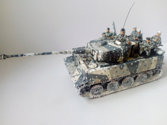 Why not  :  SdkfZ 182 Tigre 1 auf M -  Trumpeter 1/72 27-09-11