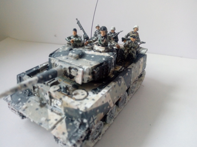 Why not  :  SdkfZ 182 Tigre 1 auf M -  Trumpeter 1/72 27-09-12