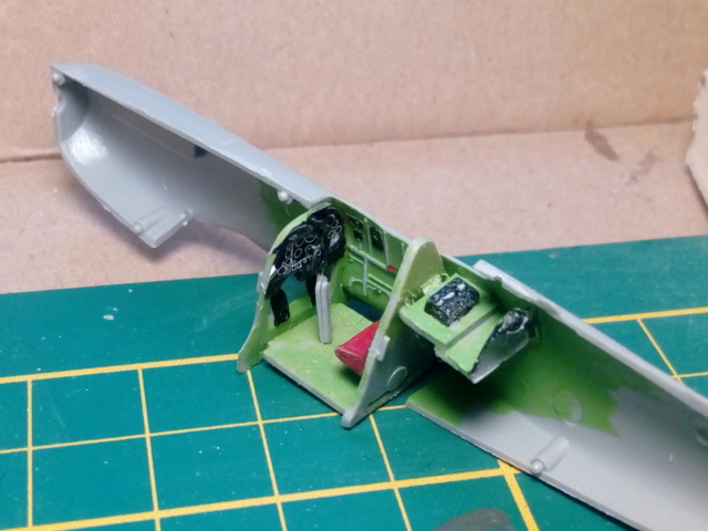 SPITFIRE MK V --  Revell -- 1:72 30-12-10