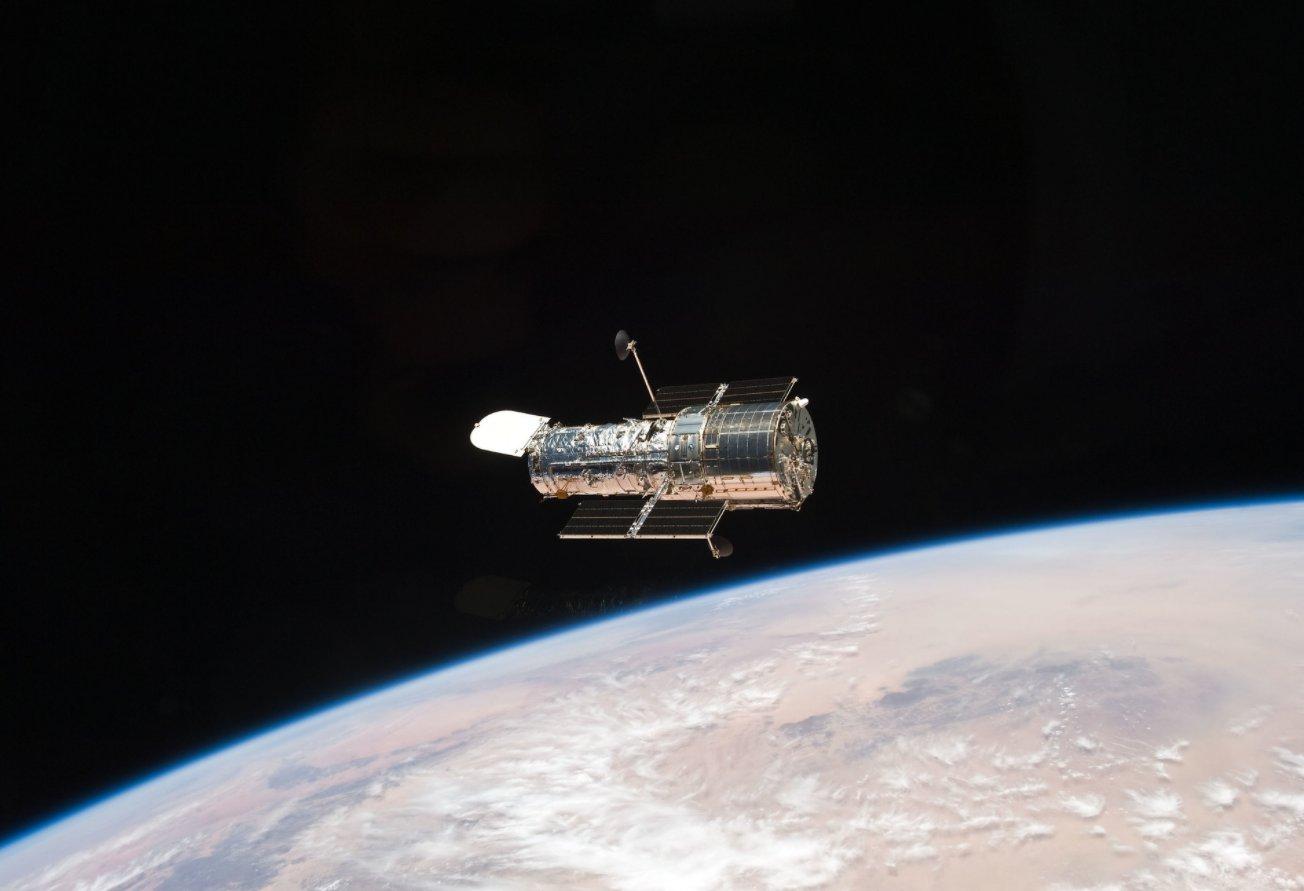 Hubble - Mission du télescope spatial - Page 6 11841