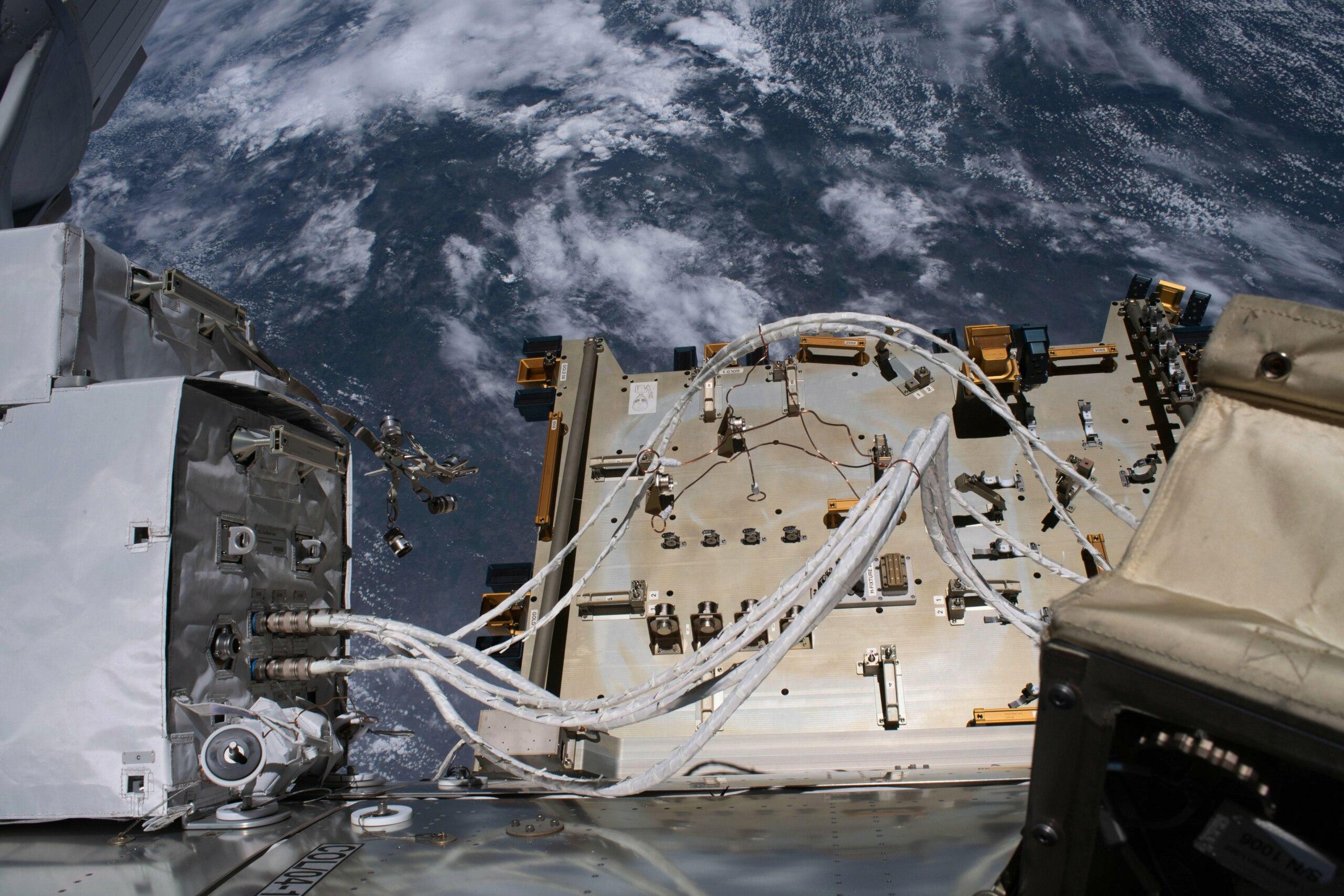 [ISS] Plateforme commerciale Bartolomeo fixée à Columbus - Page 3 11884