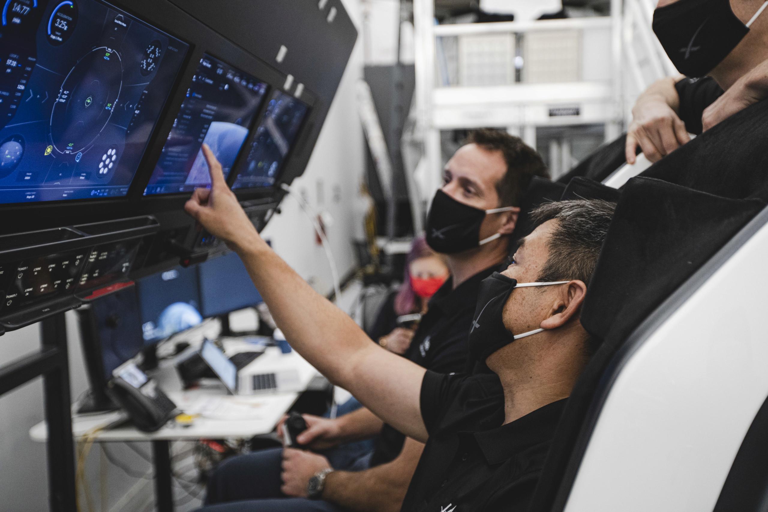 Falcon 9 (Crew Dragon USCV-2) - KSC - 23.4.2021 1_jfi123