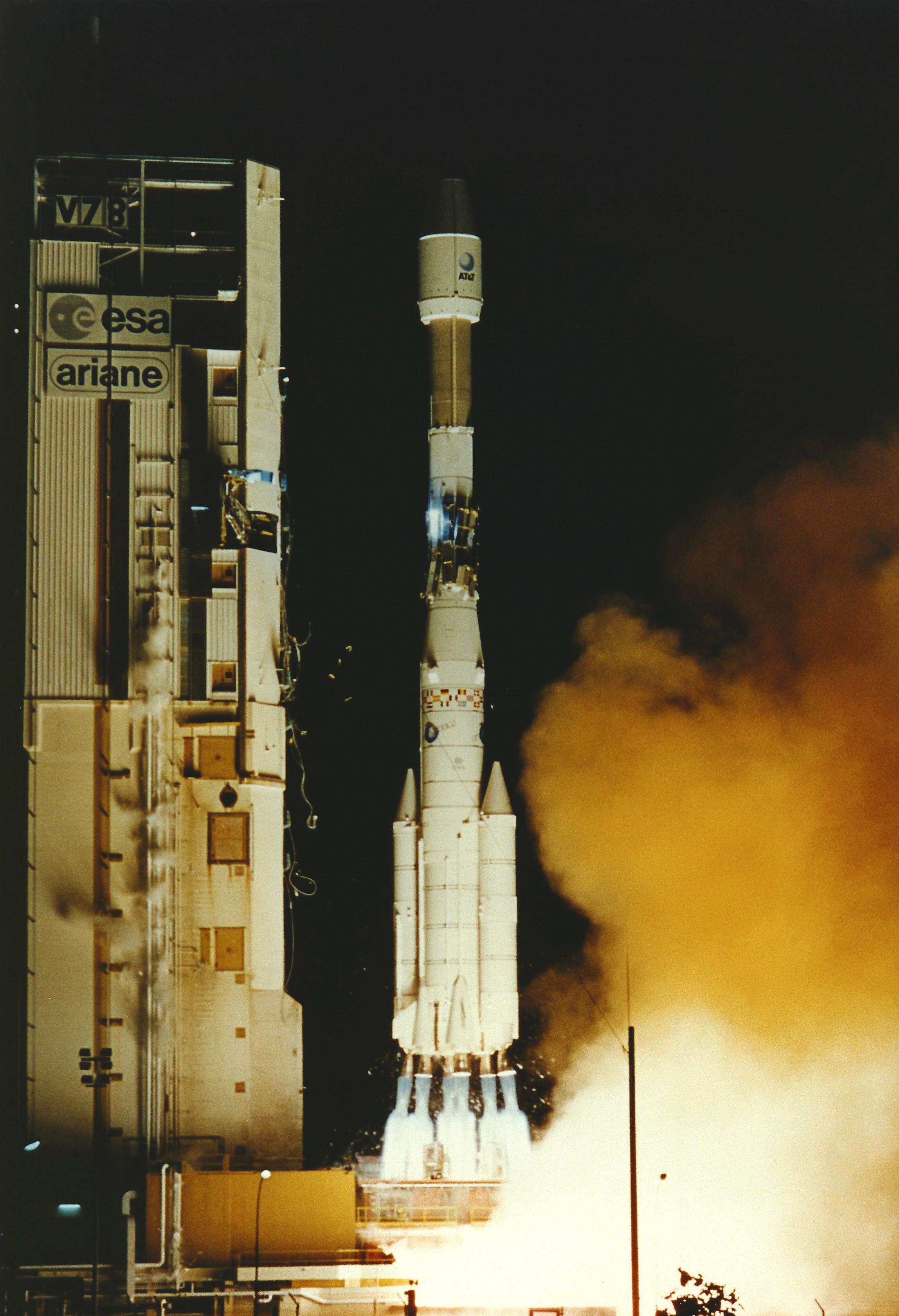 Photos des tirs d'Ariane avant la création du FCS - Page 2 2106