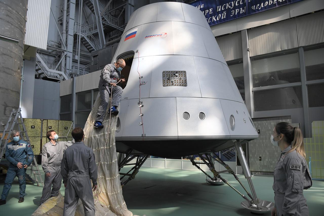 Oriol - Le nouveau vaisseau russe - Page 28 2373