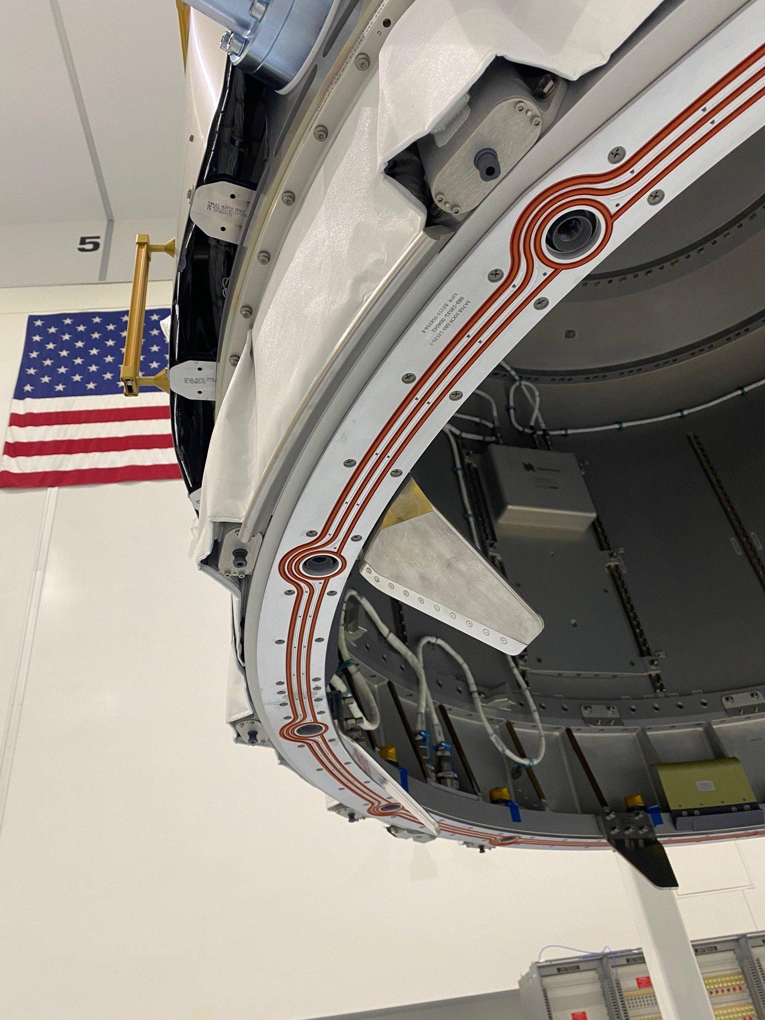 Nanoracks : installation du sas commercial Bishop sur l'ISS 2388