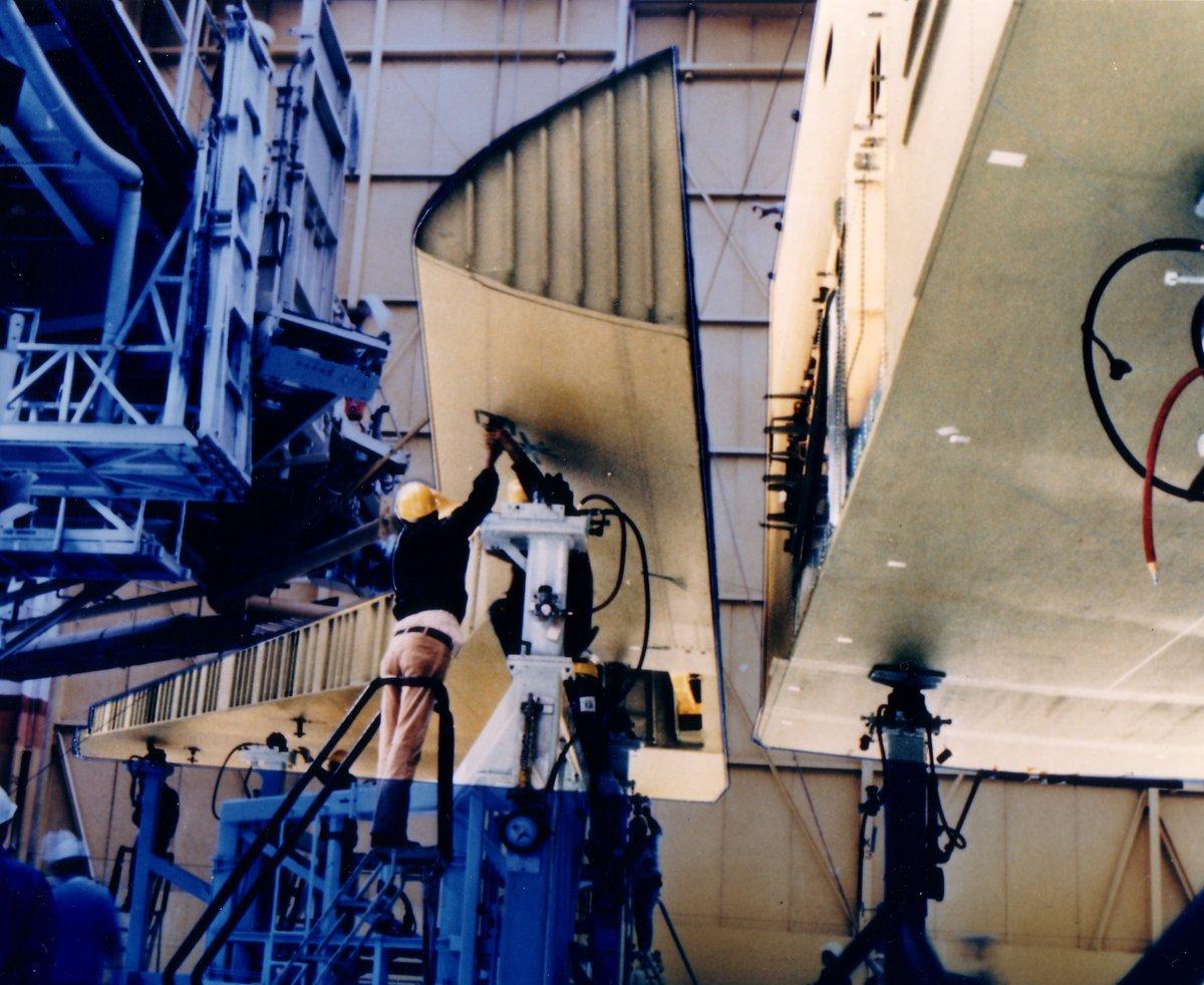 Naissance de la navette Endeavour 358