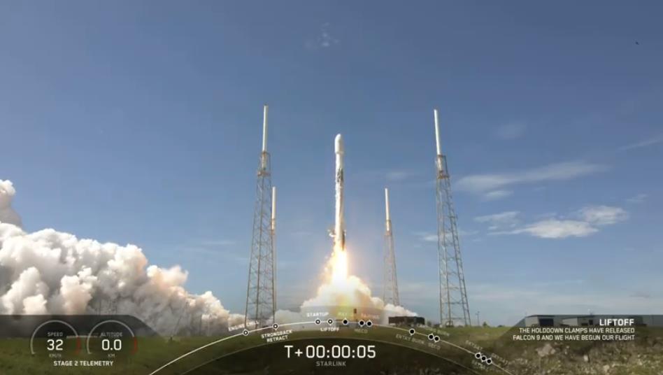 Falcon 9 (Starlink v1.0 L10 + SkySat 19–21) - CCAFS - 18.8.2020 [Succès] Scre1486