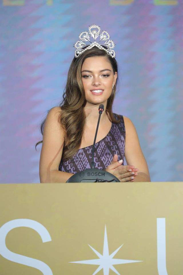 ♔ The Official Thread of MISS UNIVERSE® 2017 Demi-Leigh Nel-Peters of South Africa ♔ - Page 14 Fb_i3983