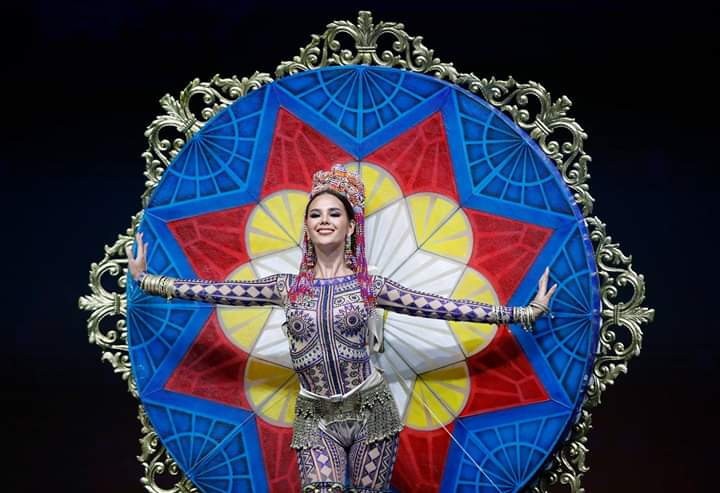 Miss Universe 2018 @ NATIONAL COSTUMES - Photos and video added - Page 7 Fb_i5753