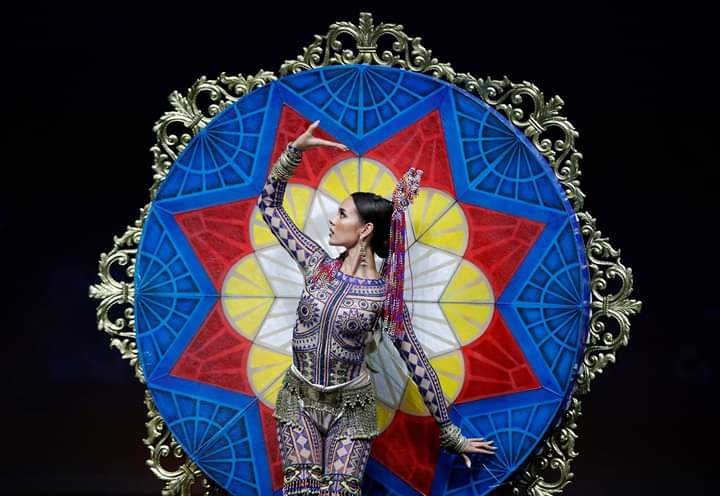 Miss Universe 2018 @ NATIONAL COSTUMES - Photos and video added - Page 7 Fb_i5754