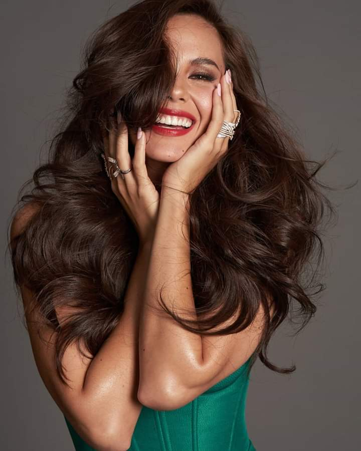 ♔ The Official Thread of MISS UNIVERSE® 2018 Catriona Gray of Philippines ♔ - Page 2 Fb_i6068