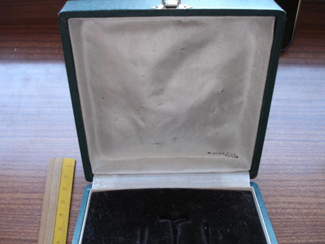 boite pour médaille à identifier Dsc08919