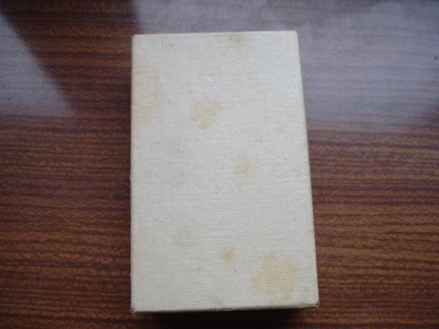 découverte d'une boite pleine d'insignes Dsc08920