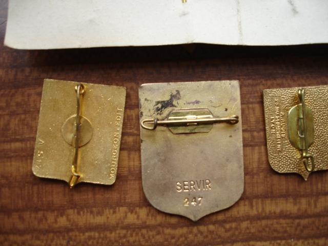 découverte d'une boite pleine d'insignes Dsc08930
