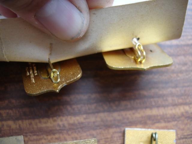 découverte d'une boite pleine d'insignes Dsc08933