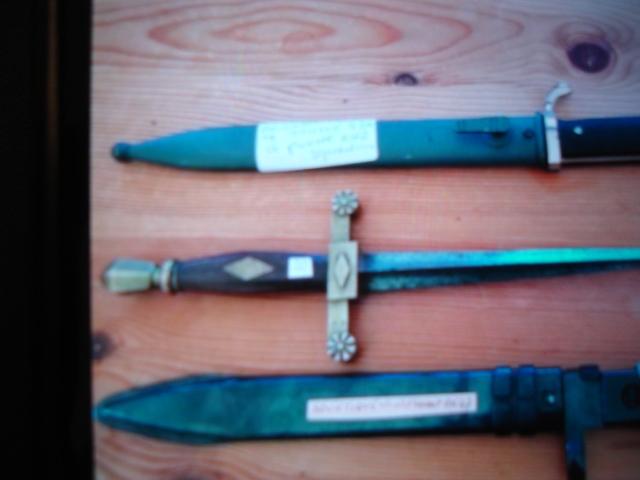 ancien poignard à identifier Dsc09255