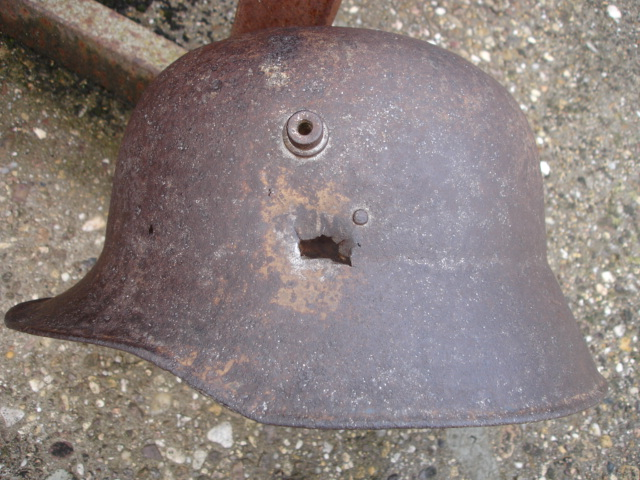 coque de casque allemand ?? à identifier Dsc09640