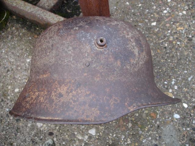 coque de casque allemand ?? à identifier Dsc09641