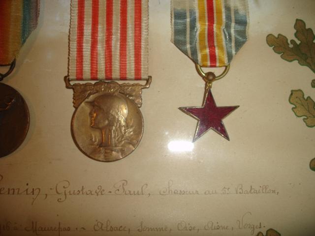 cadre avec médailles 14/18 chasseur Dsc09650