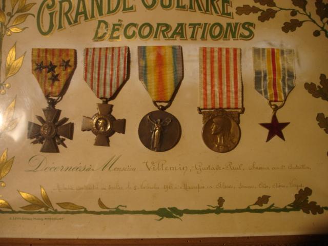 cadre avec médailles 14/18 chasseur Dsc09651
