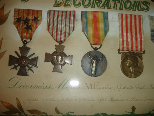 cadre avec médailles 14/18 chasseur Dsc09652