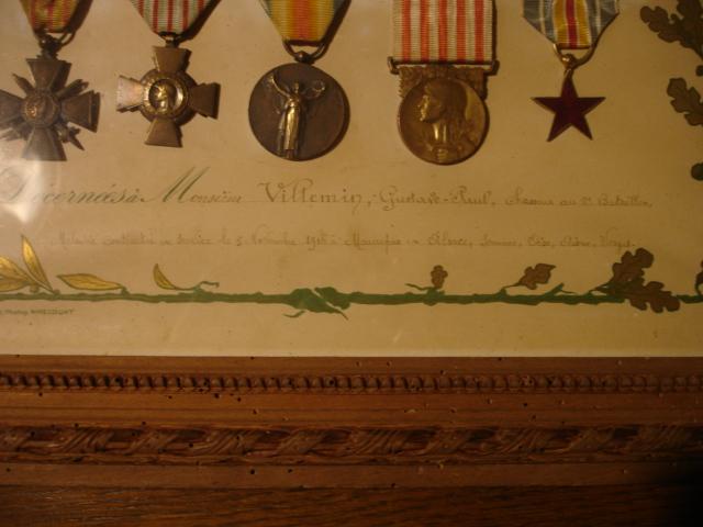 cadre avec médailles 14/18 chasseur Dsc09653