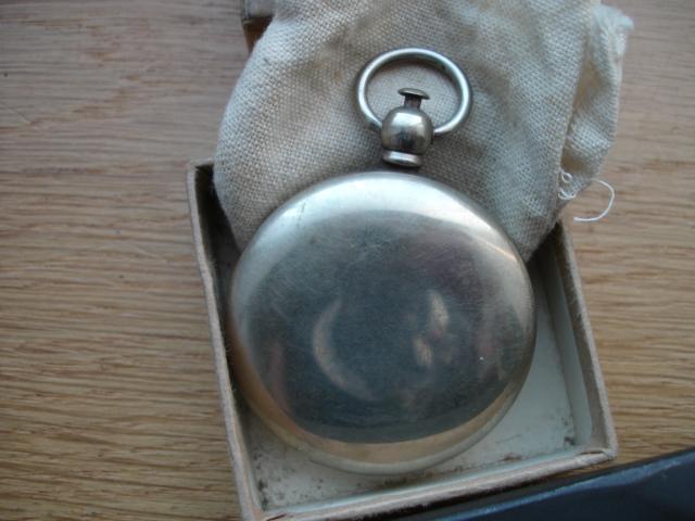 lot us disque de col ,poignard ,boussole Dsc09659
