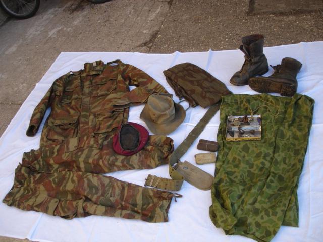 lot tenue parachutiste indochine algérie avec insignes Dsc09691