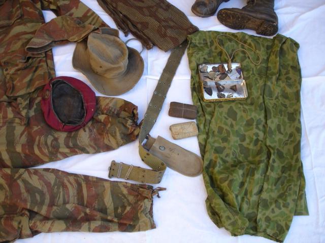 lot tenue parachutiste indochine algérie avec insignes Dsc09695