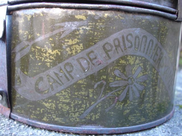 boite d'un prisonnier dans un camp américain Dsc09932