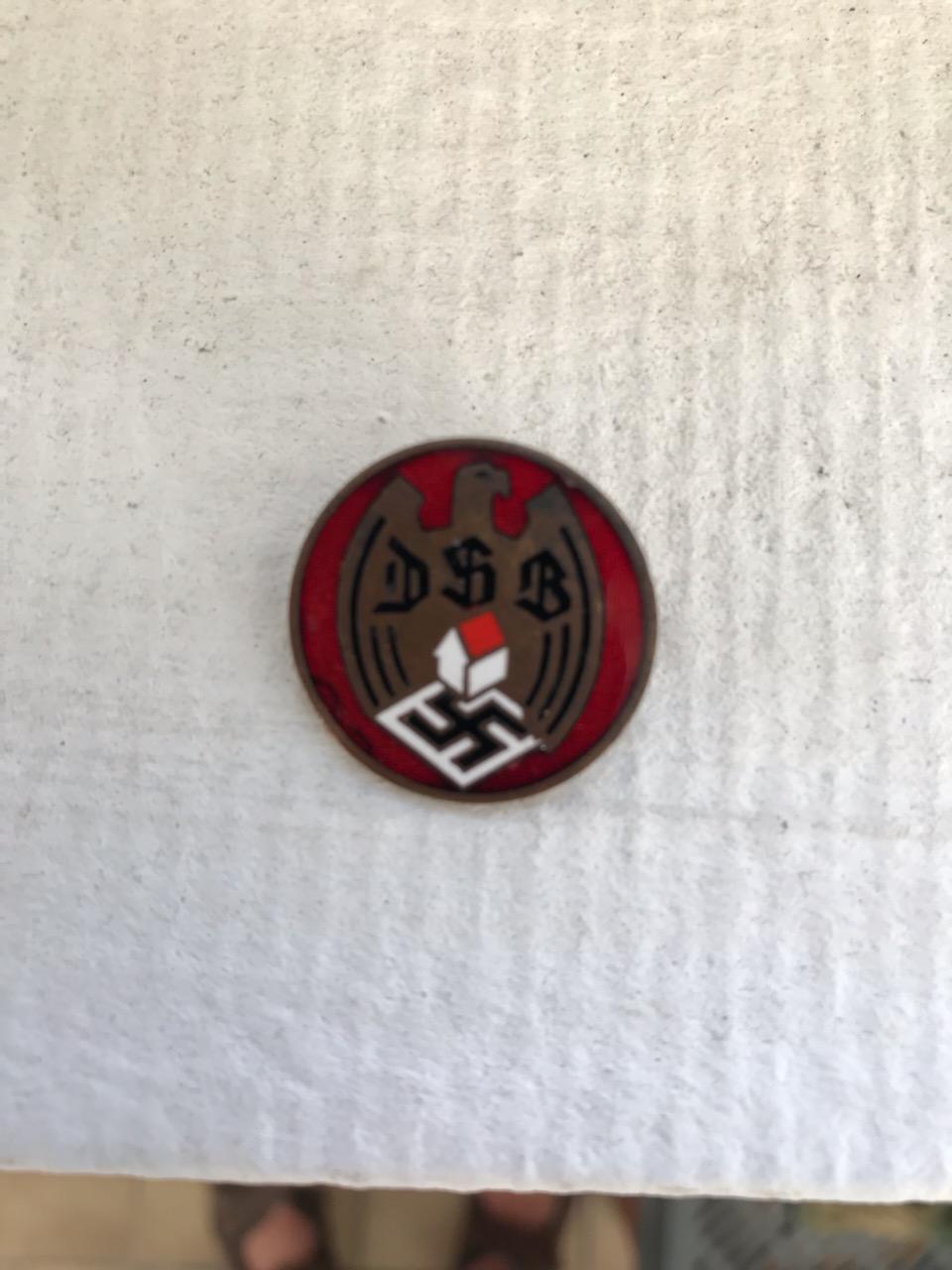 2 insignes allemand du parti ? à identifier Img_2711