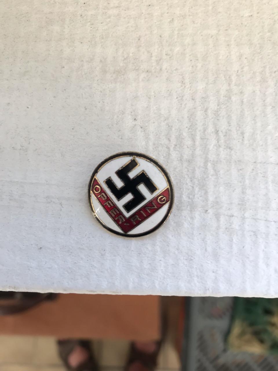 2 insignes allemand du parti ? à identifier Img_2713