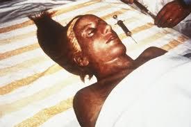 con cara y aspecto virginal - Página 2 Momia_12