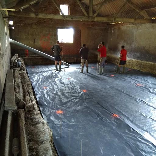 debut des grand travaux!!!, on creuse la piscine Dale_a10