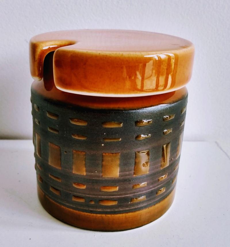 Jam/sugar pot - by Surrey Ceramics Img_2119