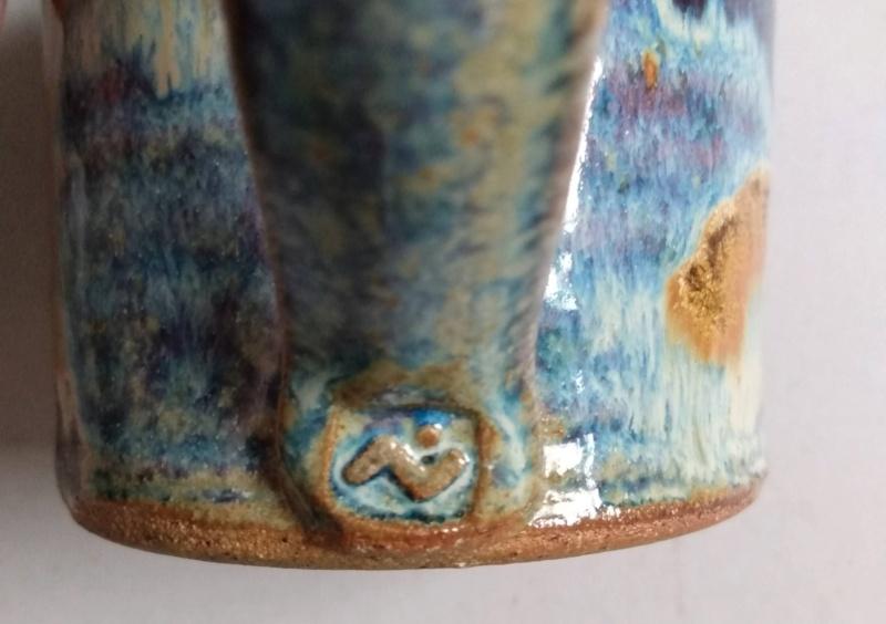 Frog in bottom mug - maker?? Ridge Pottery Img_2172