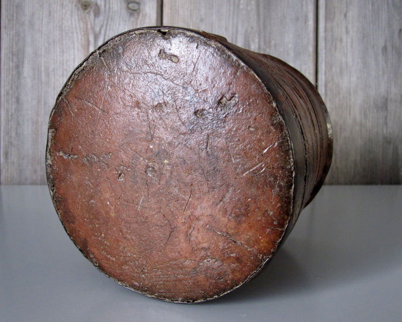 Leather and metal pot Leathe13