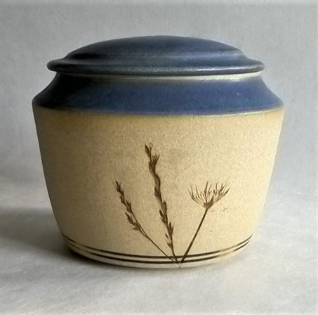 Finely made stoneware box - clean glazes - marked Box110