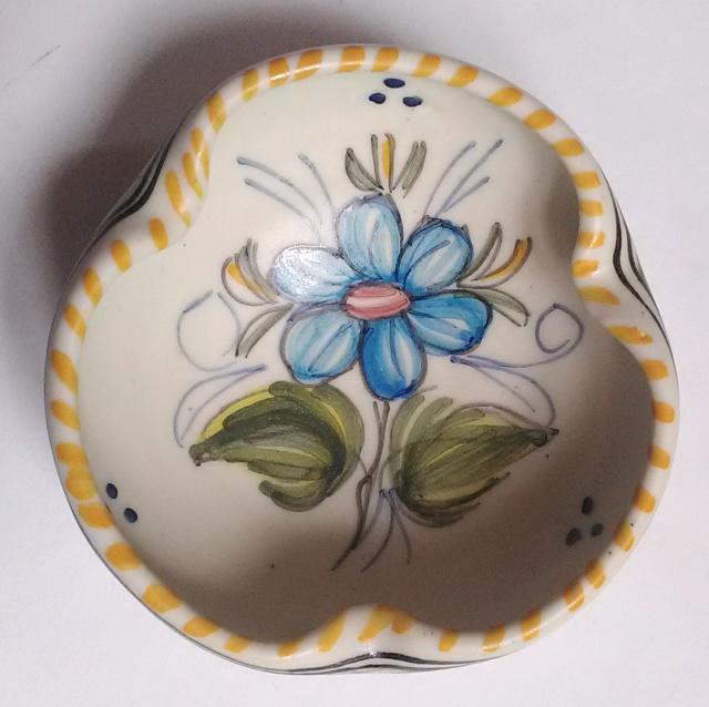 Tin glazed pin dish signed - MAVE Studio Talavera Spain Flower12