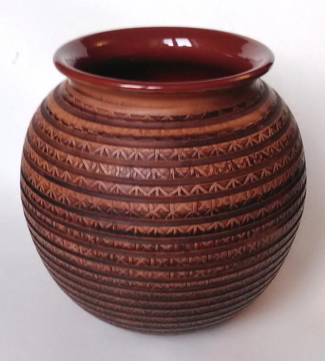 Large Patterned Globular Vase - unmarked Patter11