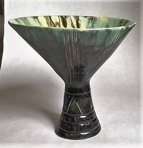 Sgraffito and drip glazed footed bowl marked SE Sevase10