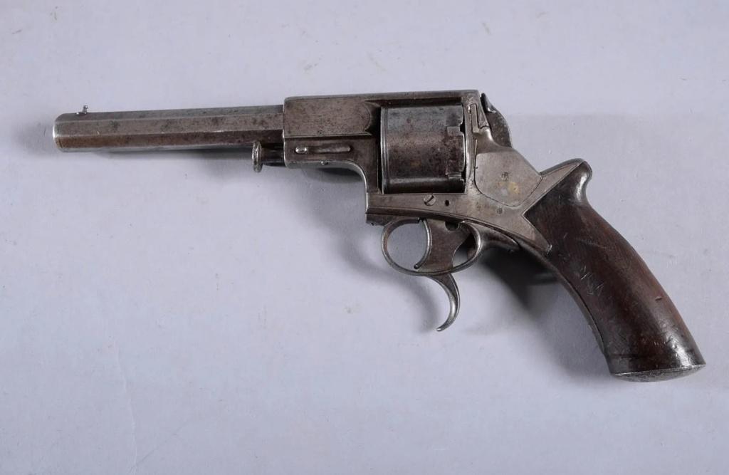 Une idée sur ce revolver? 0210